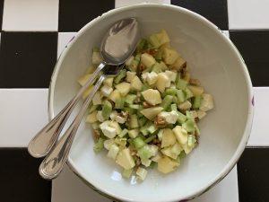 insalata di sedano mele noci fe eta -ingredienti e preparazione