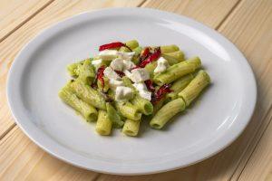 Pasta tricolore con baccelli di piselli – ingredienti e preparazione
