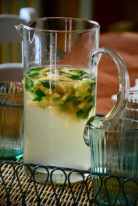 Come preparare la bevanda fresca con bucce di melone